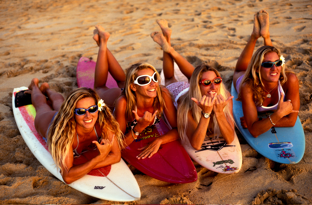 Surfing-Girls-in-Hawaii